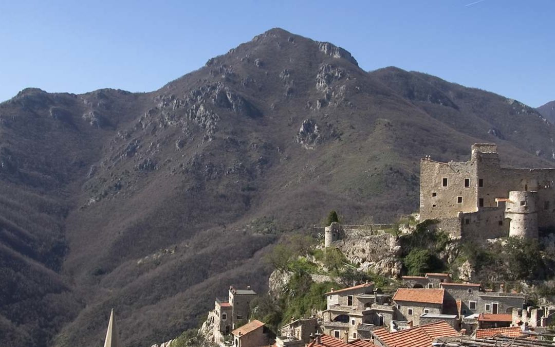 Was kann man in Castelvecchio di Rocca Barbena besiechtigen